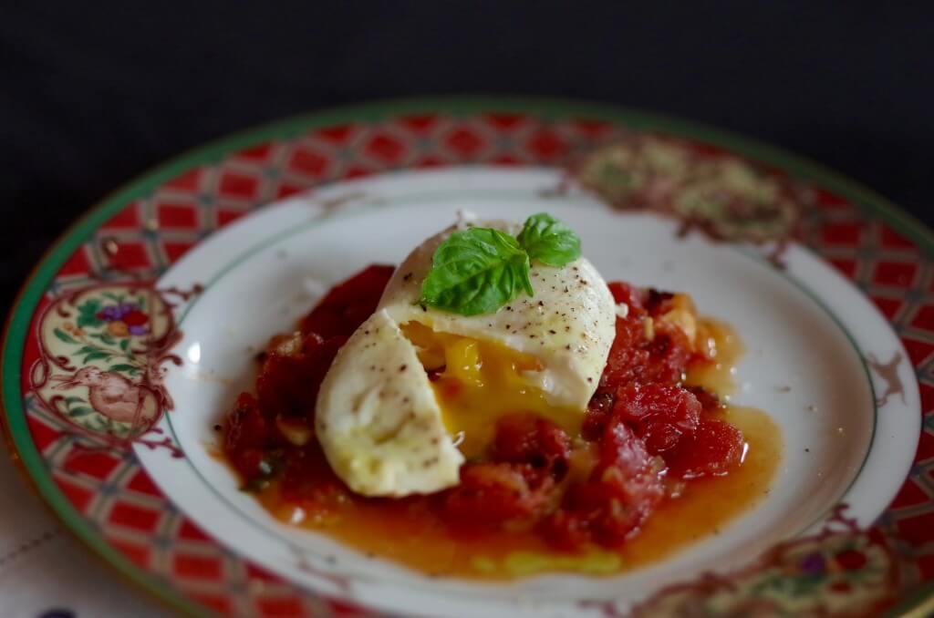 Poached Egg Recipe - Easy, healthy, and delicious! Not to mention a great use for leftovers. | www.lakesidetable.com
