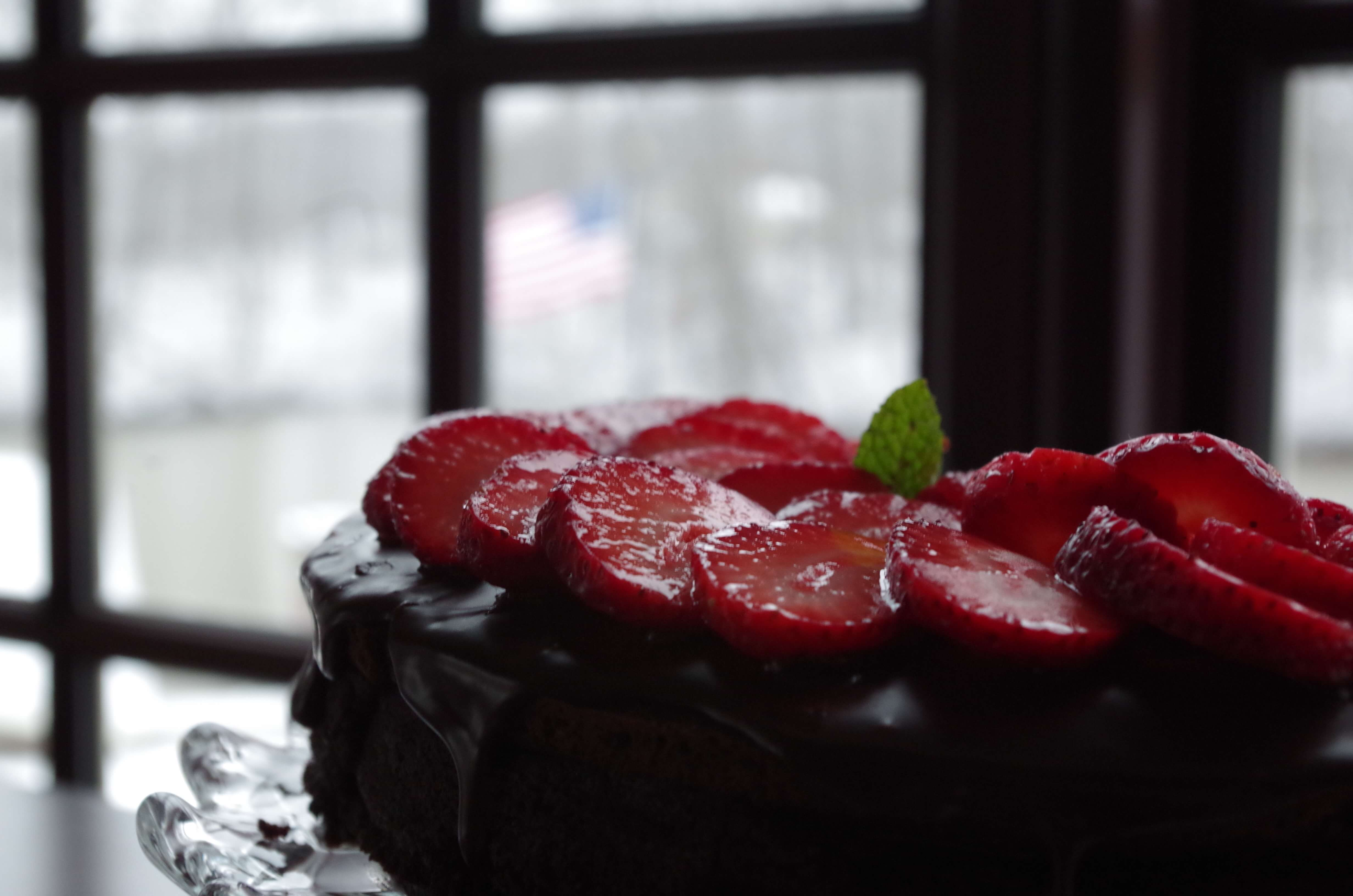 Flourless chocolate cake with Easy chocolate ganache