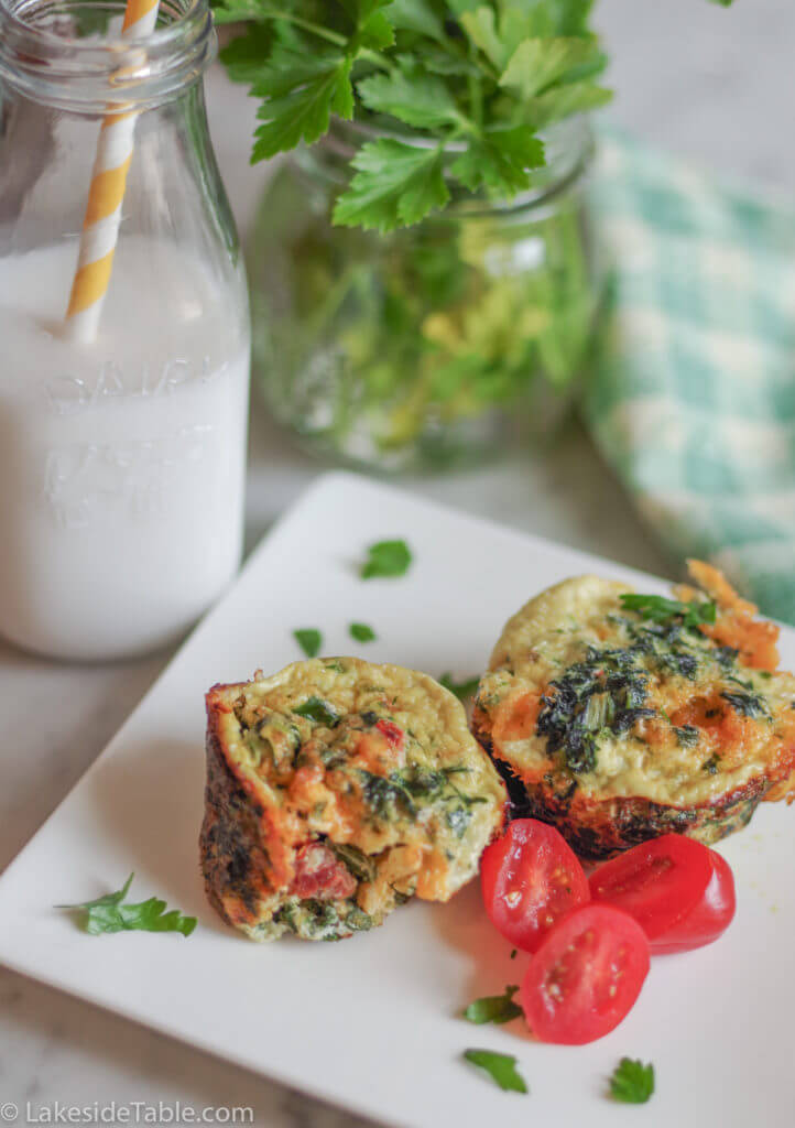 Egg Muffin Recipe - Here's a great easy go to breakfast that you can make ahead for a fast morning. I love this one! ❤️ | www.lakesidetable.com