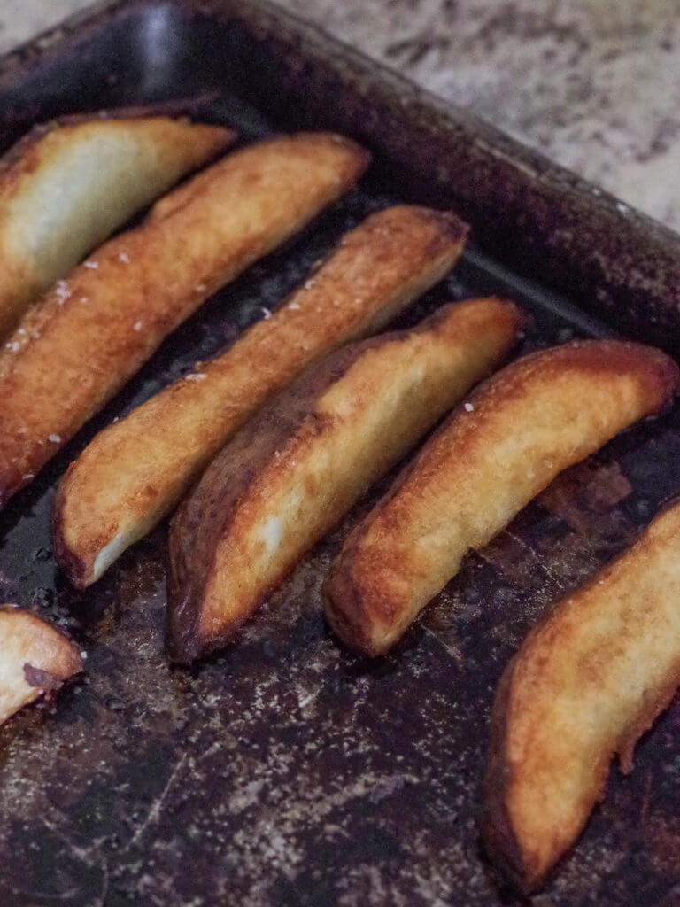 Papa Frites - A simple trick makes the best crispy homemade fries ever! | www.lakesidetable.com