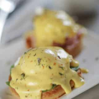 Classic Hollandaise Sauce in 1 Minute