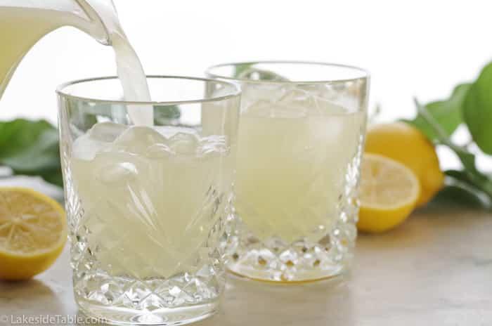 5 second lemonade: pouring lemonade into glasses