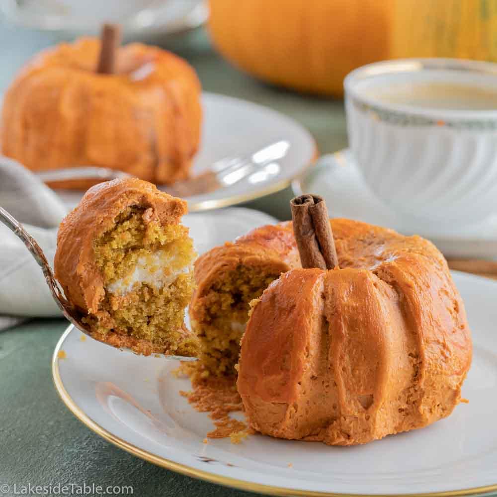 pumpkin shaped cakes